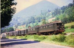 diapo 108.03  20.07.1968  Anos, Omnibus 3754 Luchon-Montréjeau-G.P. ,BB 4720